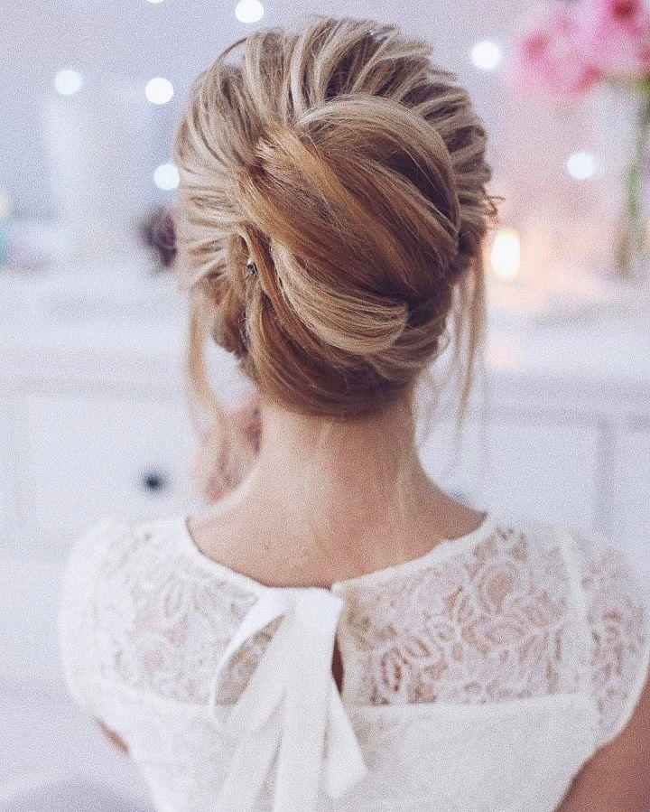 pretty french twist wedding hairstyle #weddinghair #weddinghairstyles #frenchtwisthair #updos #chignon #hairstyles