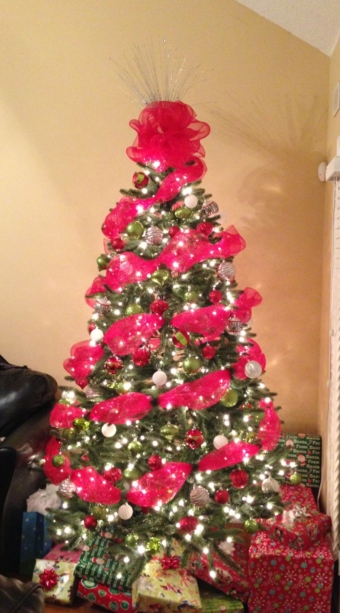 Christmas tree decorated with decomesh tree deco pinterest
