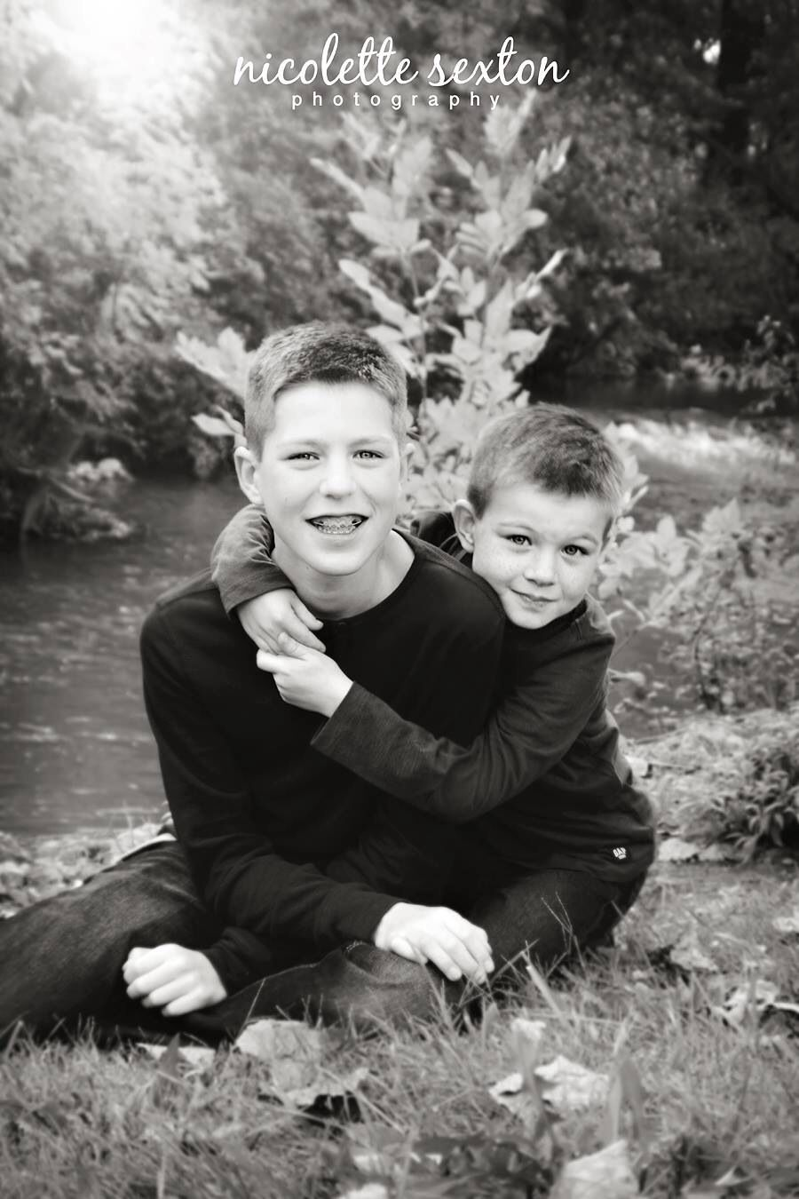Brothers | Silbling Pose | Black and White | Ellis Family | September 2013 | Outdoor Family Photography