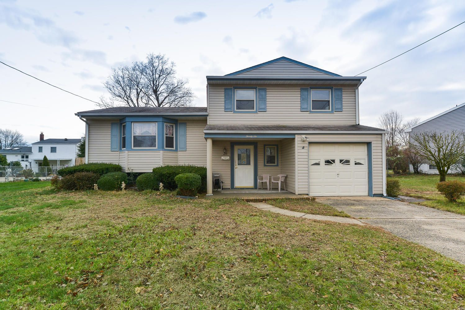 SPACIOUS SPLIT LEVEL HOME WITH A GREAT LOCATION. FOUR