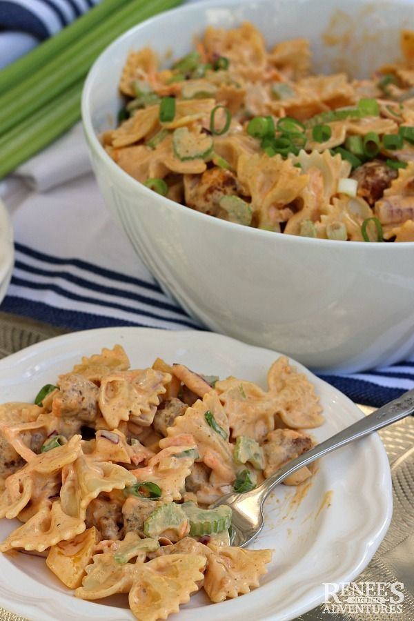 Creamy Buffalo Chicken Pasta Salad #buffalochickenpastasalad Creamy Buffalo Chicken Vegetarian  Pasta Salad | by Renee's Kitchen Adventures - easy recipe for a vegetarian buffalo chicken pasta salad great for summer parties or tailgating parties. Also a great potluck recipe. Made with MorningStar Farms® Buffalo Wings. #TailgateWithaTwist ad #buffalochickenpastasalad