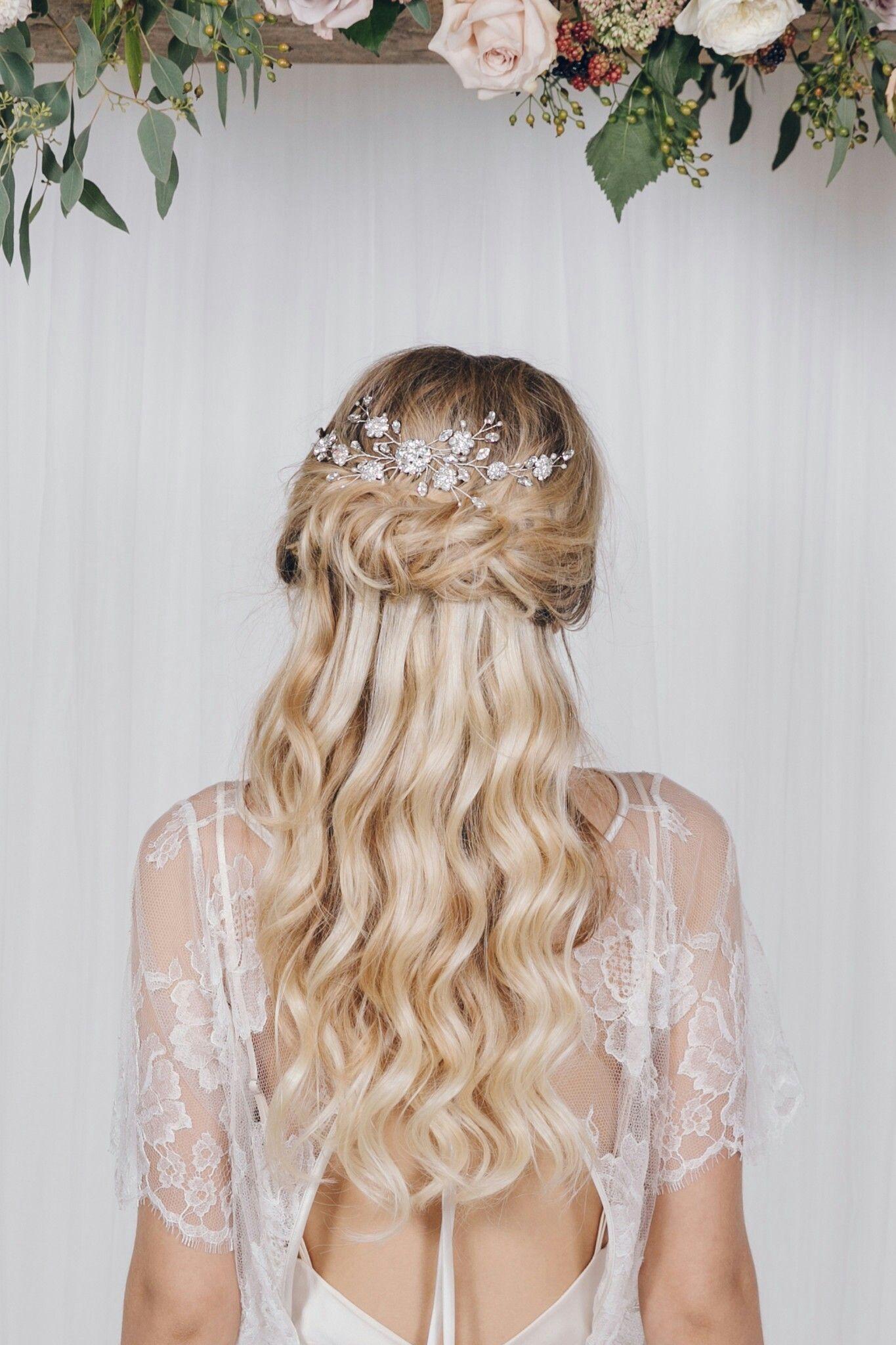 Swarovski crystal and wedding hair 👍