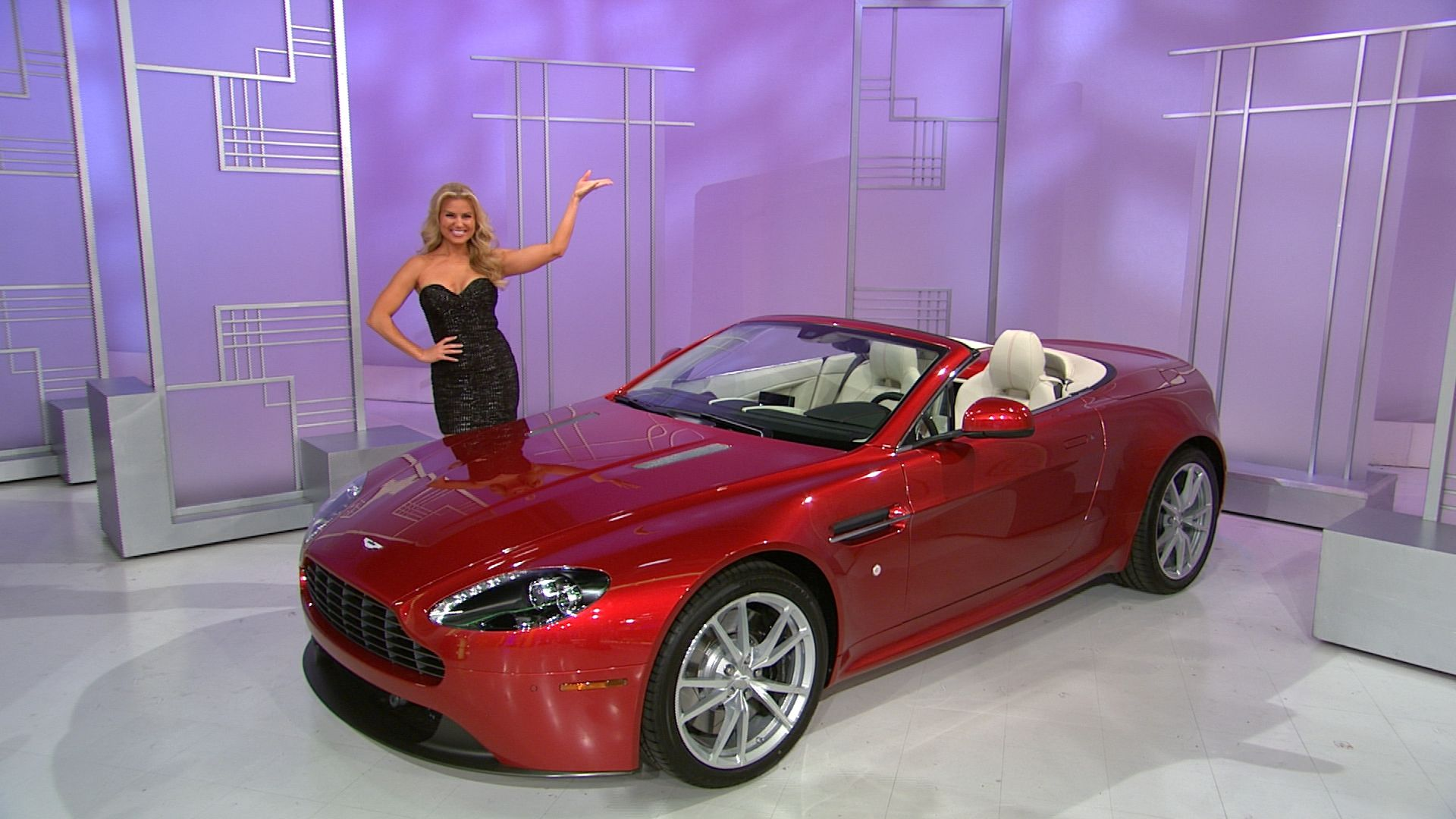 It S The Aston Martin V8 Vantage Roadster Featuring A 4 7 Liter Engine A 7 Speed Sport Shift 2 Automated Manual Aston Martin V8 Rear Wheel Drive Convertible