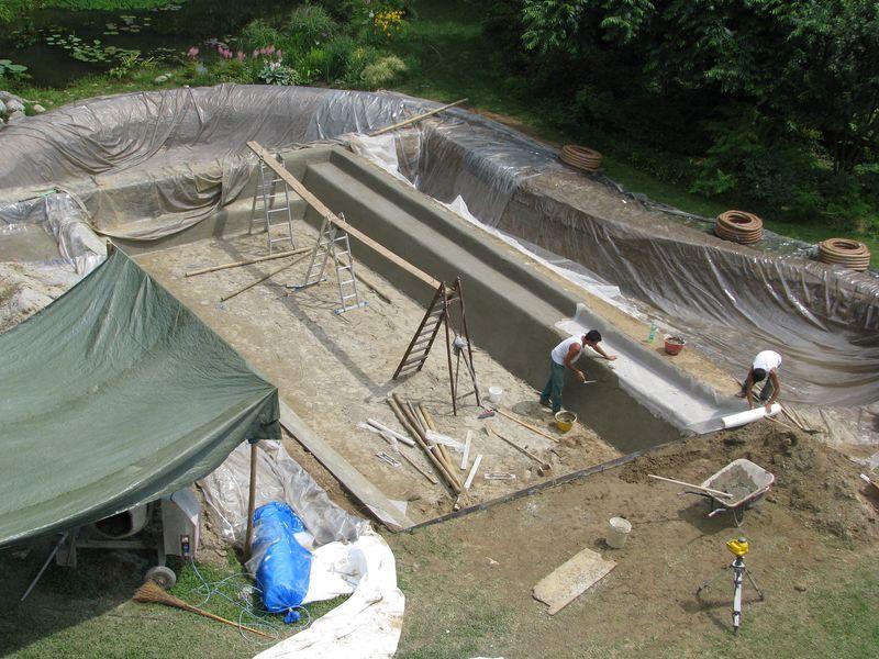 Scavi e vasca per la biopiscina piscine naturali for Vasca per stagno