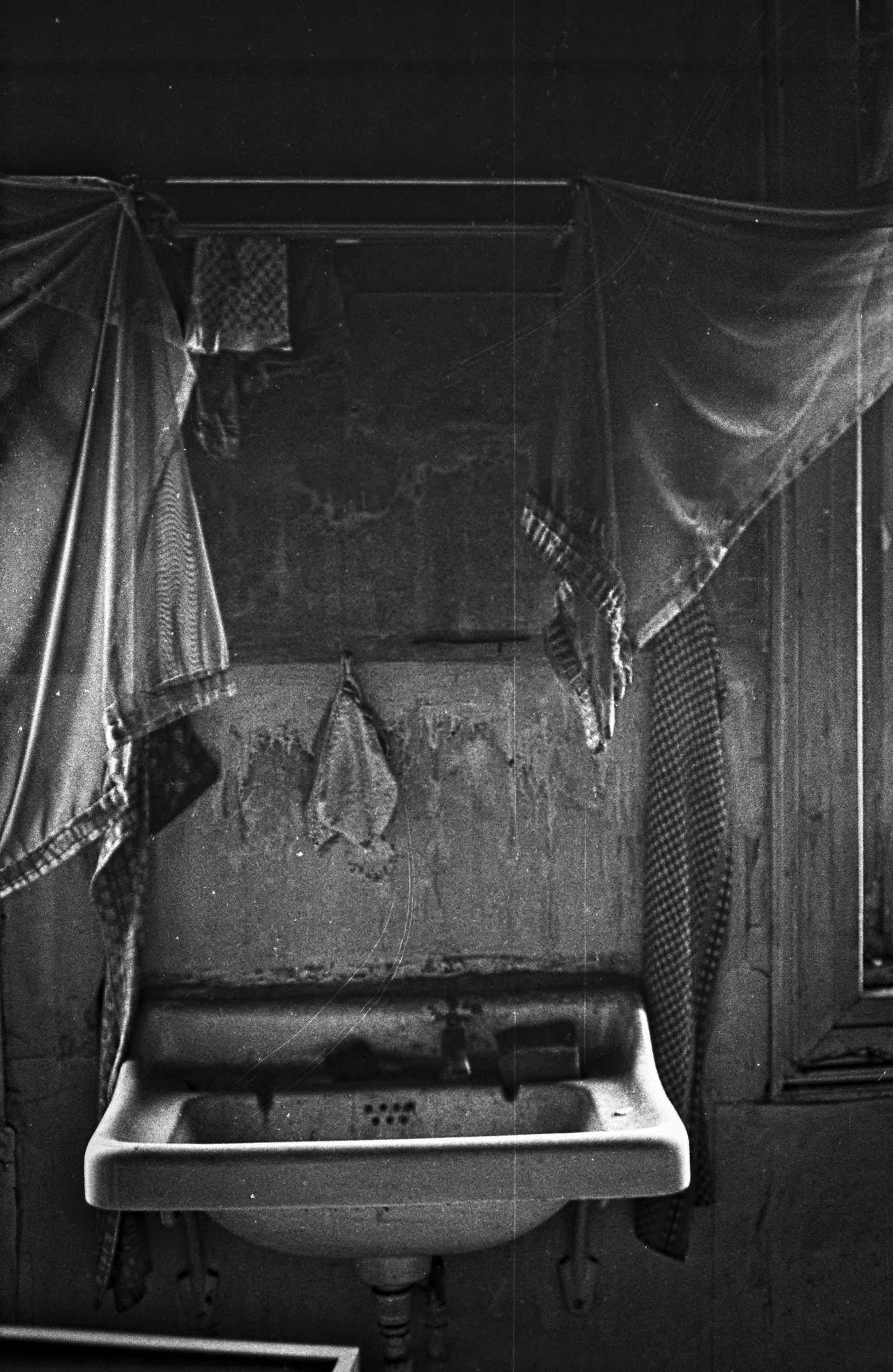 https://flic.kr/p/NaeQ2W | Waschbecken | Verlorener Ort zu analogen Zeiten