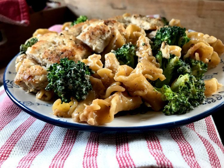 One Pot Chicken Con Broccoli The Skinnyish Dish One Pot