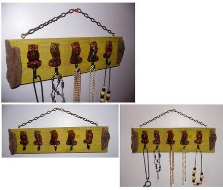 Un porte bijoux original, une création unique.  Cinq chouettes hiboux se proposent pour ranger vos colliers, bracelets, foulards, clefs….. Les chouettes sont en résine.  Fix - 18628282