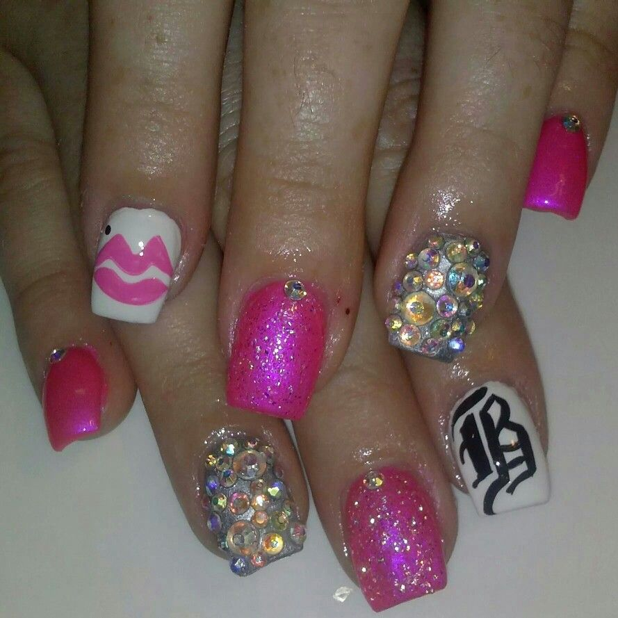 Nail design, nail art, Letter B, pink, sparkle, bling, lips | my ...