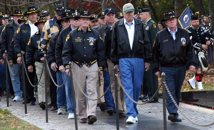 Retired lt gen hal moore ia drang battle commander dies at 94 lt gen hal moore dies depicted in film we were soldiers thecheapjerseys Choice Image