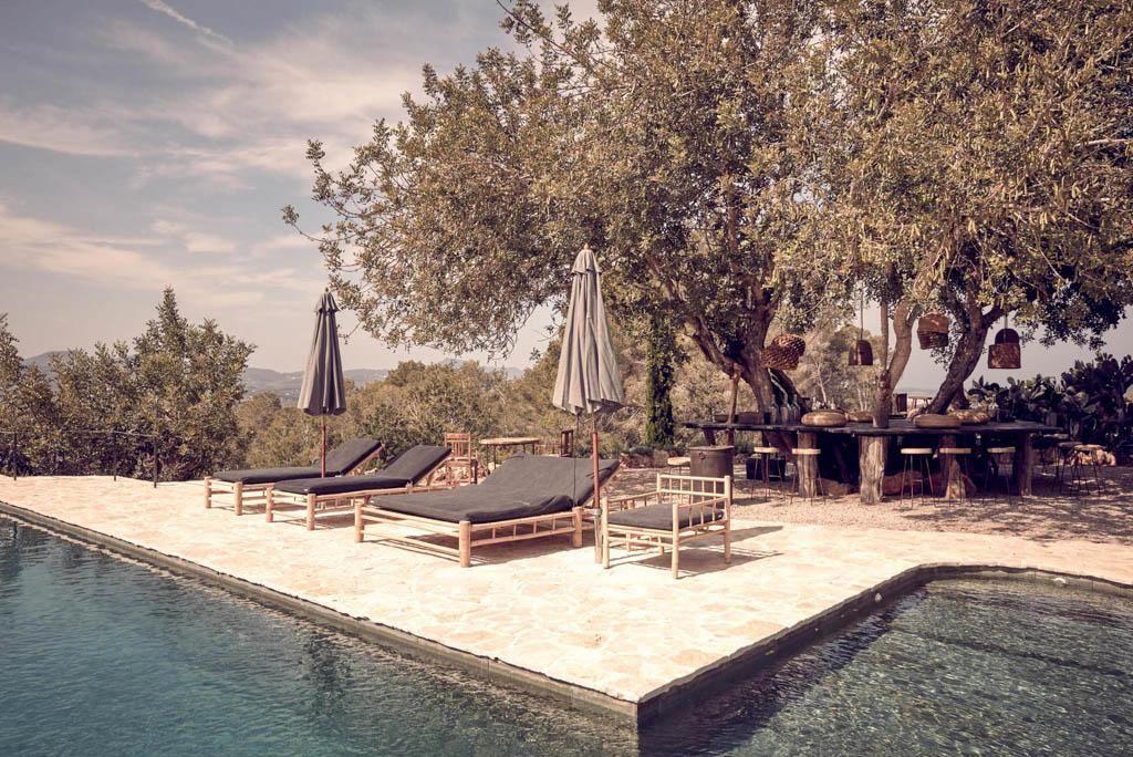 La piscine est l'un des autres lieux où la communauté est invitée à se retrouver au coucher du soleil