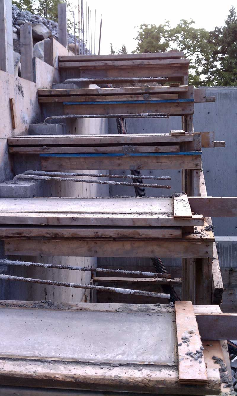 Best Cantilevered Concrete Stair Formwork Closeup Rebars 640 x 480