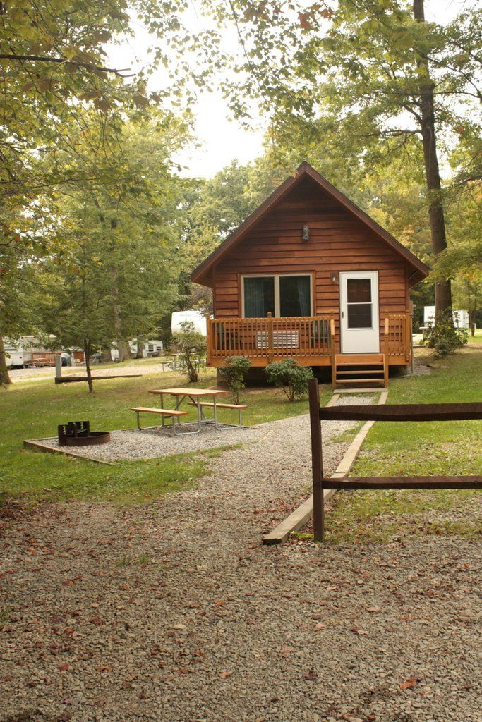 Sleeps up to 6. Mountain Cottages have Heat & Air Conditioning Efficiency kitchen with range top & microwave, refrigerator, toaster, coffee pot, and all kitchen utensils. Bath with shower