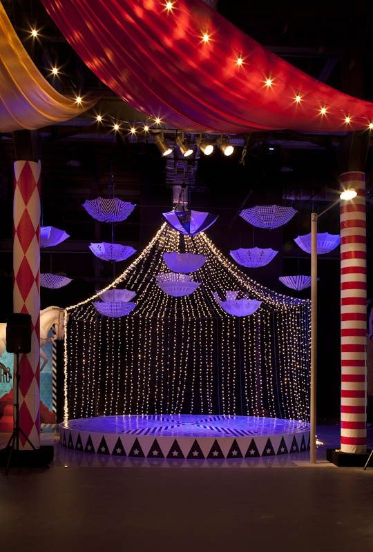 Circus Feeling With Minimal Pieces Although The Columns On Wings Feel Too Small To Me SEMANA DE