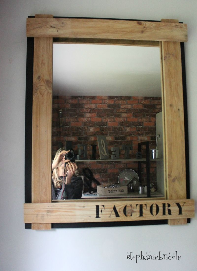 diy deco recup industrielle relooker un miroir avec du bois de palettes wooden furniture. Black Bedroom Furniture Sets. Home Design Ideas