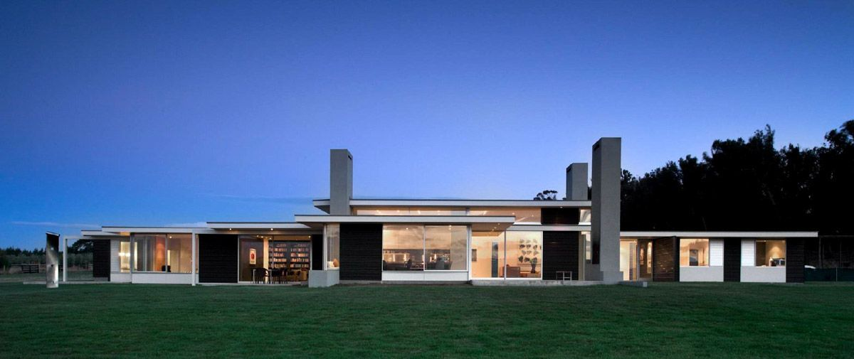 Long One Storey House Plan With Dark Iron Walls Martinborough House By Parsonson Architects