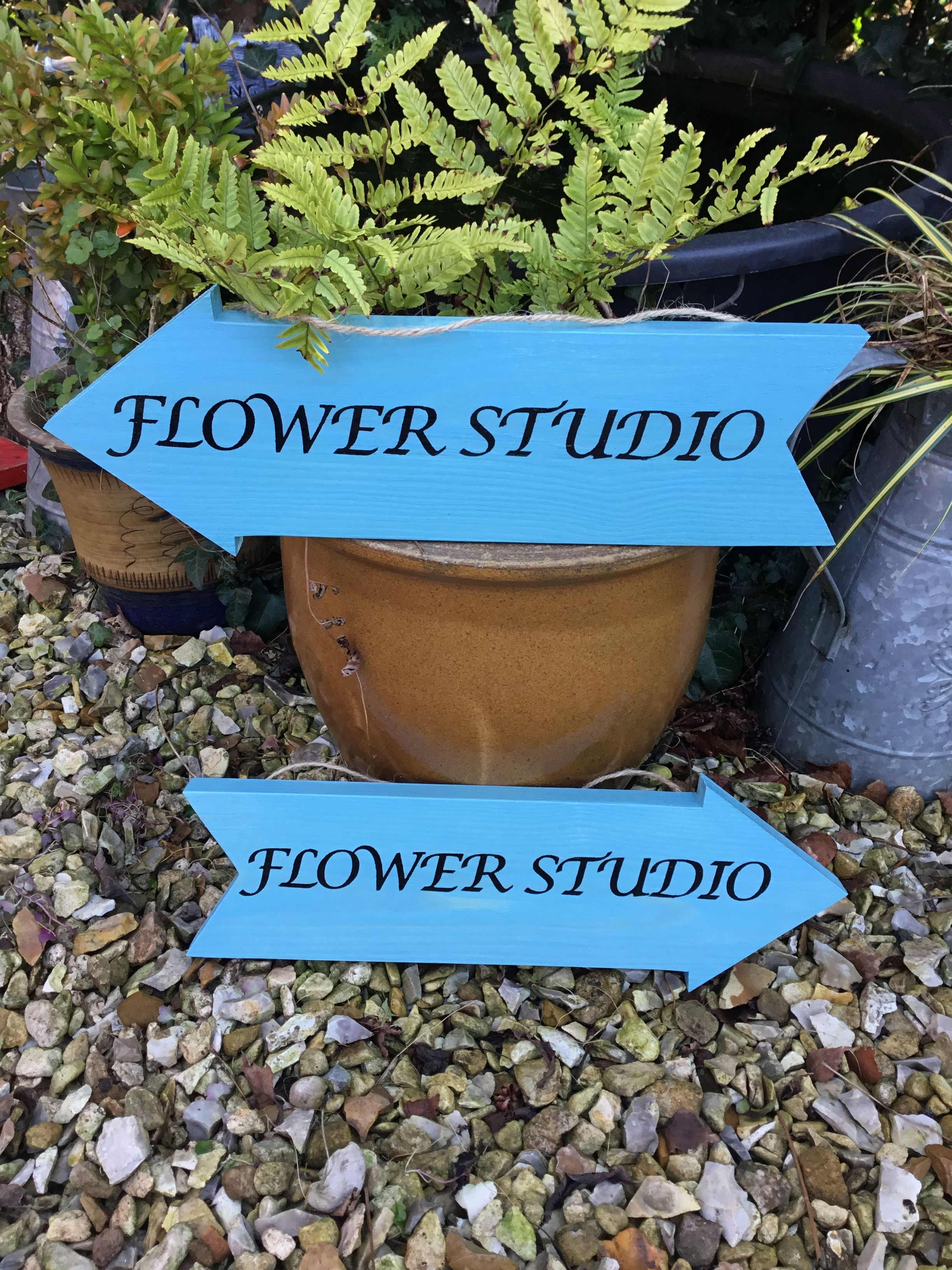 Large Vintage Style Garden Arrow Any Text Can Be Added Available In A Wide Range Of Colours 9 99 Size 45cm X 13 Cm Avai Personalised Gifts Handmade Personalized Wooden Signs Personalized Gifts