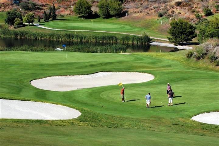 ¡Gran oportunidad! Apartamento en Atalaya Golf, Estepona