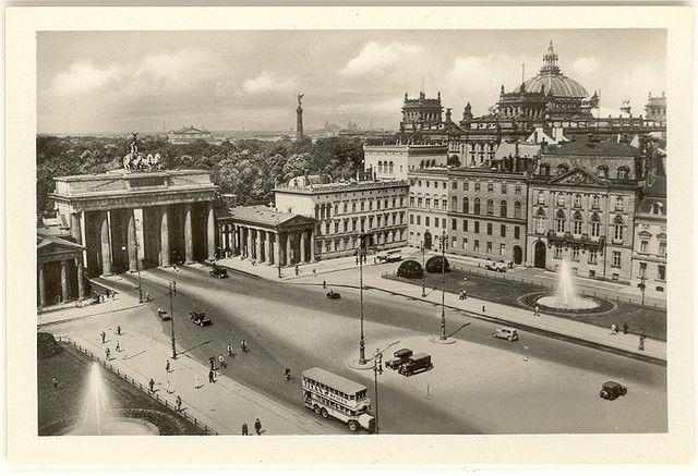 Berlin Souvenir 1930s Pariser Platz Mit Blick Auf Tiergarten Krolloper Siegessaule Und Reichstag Berlin Street Scenes Berlin Germany