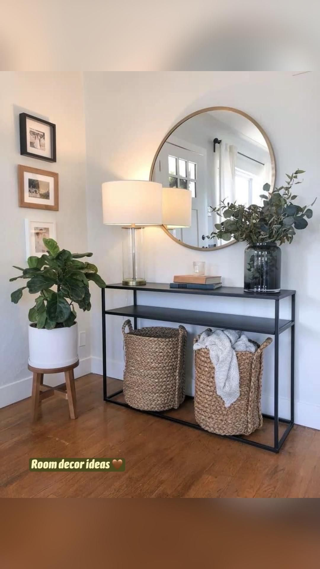 Ideas for Decorating a Large Wall