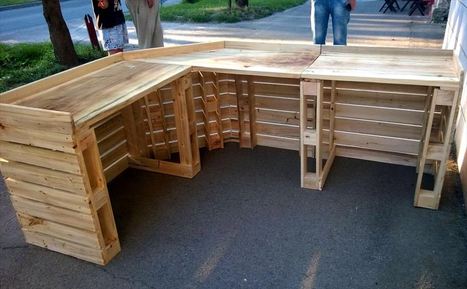 30 best picket pallet bar diy ideas for your home palets for Bar hecho de madera