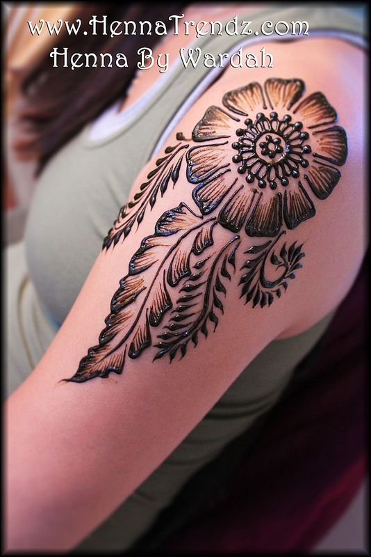 Henna On Shoulder Mehandi Designs Henna Mehndi Mehndi Designs