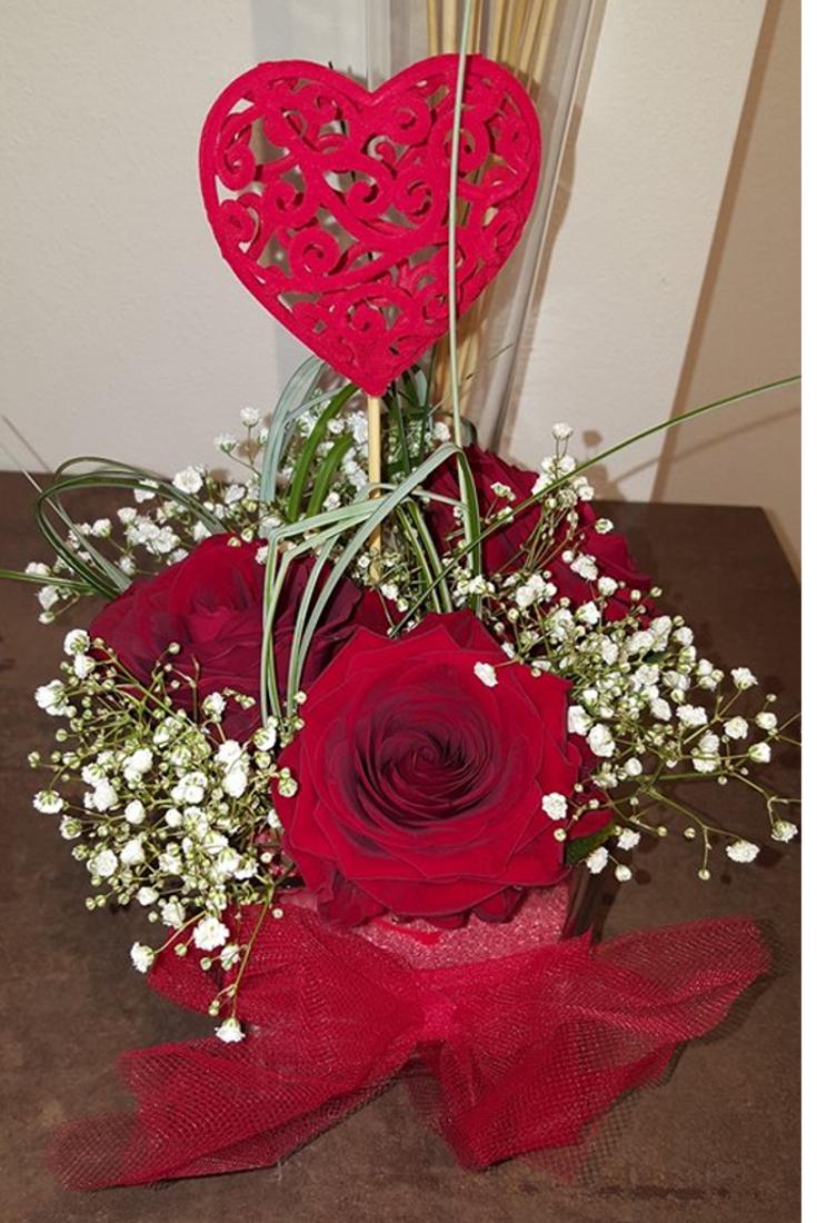 Mazzo Di Fiori X San Valentino.Composizione D Amore Per San Valentino In Perfetto Stile Fiorito