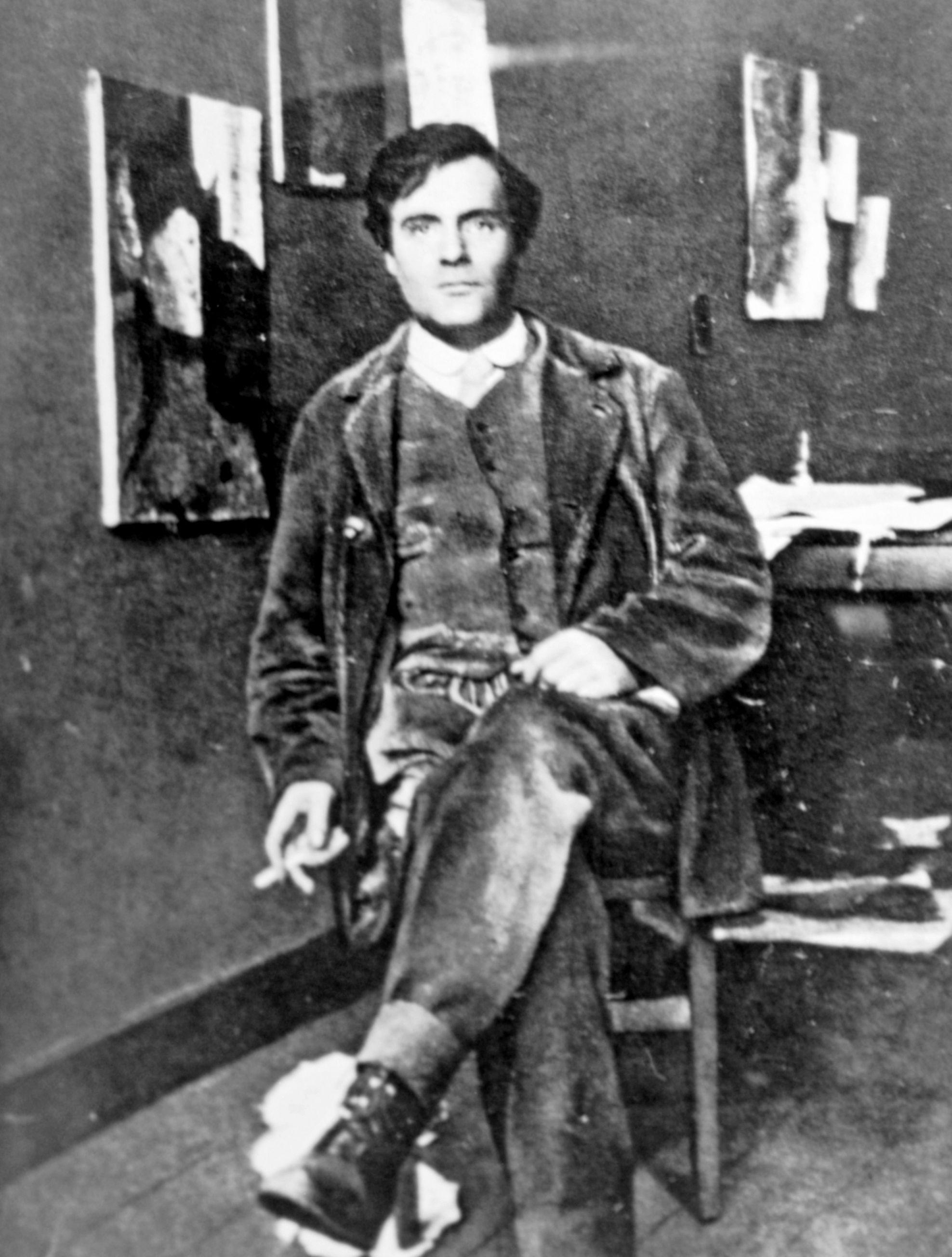 amedeo modigliani en su estudio en 1915 art pinterest amedeo modigliani artist and paintings. Black Bedroom Furniture Sets. Home Design Ideas