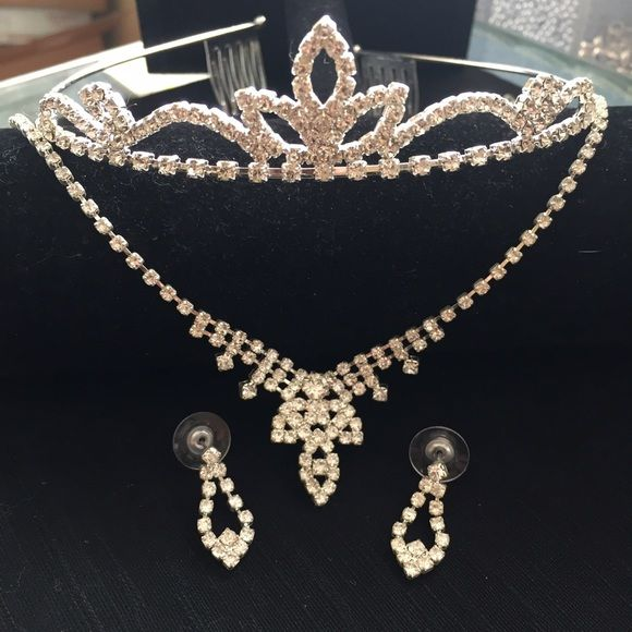 Bridal Set Necklace-Earrings & Tiara Charming and Lovely Bridal Set Necklace-Earrings & Tiara. Silver Jewelry and Rinestones. Special for Brides To Be - Sweet Sixteen -Prom. Used Once to Celebrate my 30th Birthday. Good condition. ❌NO TRADES❌ Jewelry