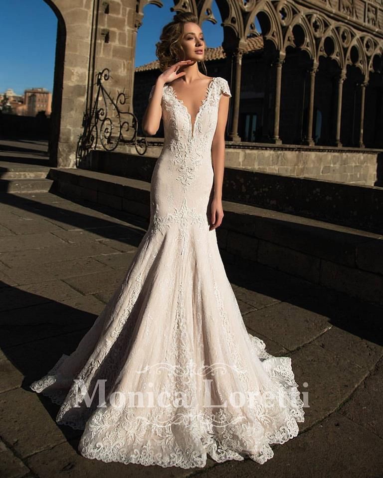 1bea0068987953 Selling COMPLETELY NEW wedding dress. NO ALTERATIONS done