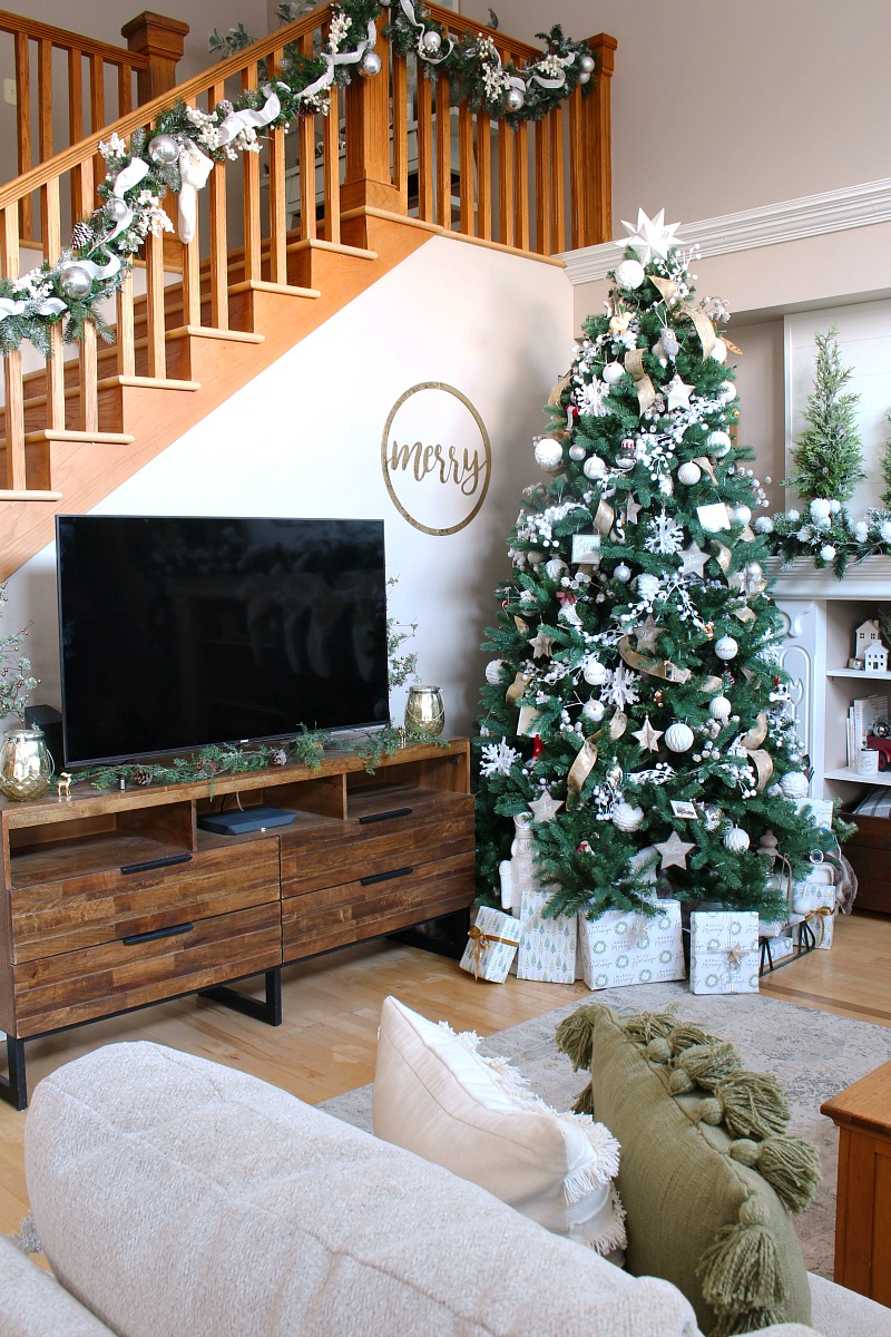 Cozy Family Room Christmas Decor Ideas | Cozy family rooms ...