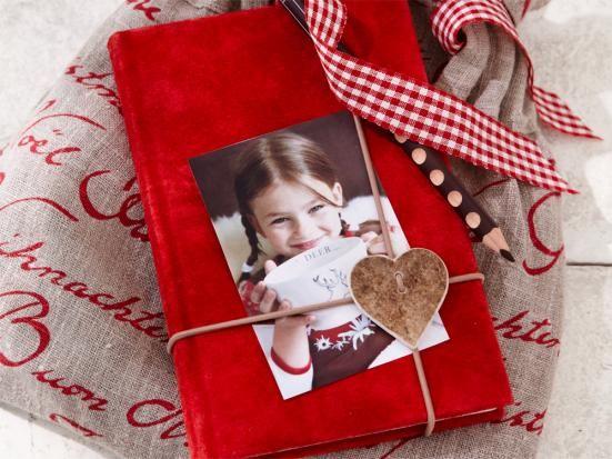 Bucheinband selbst gemacht zu Weihnachten http://www.zuhausewohnen.de/wohnen/10-ideen/galerie/liebevolle-diy-geschenke/page/7#content-top