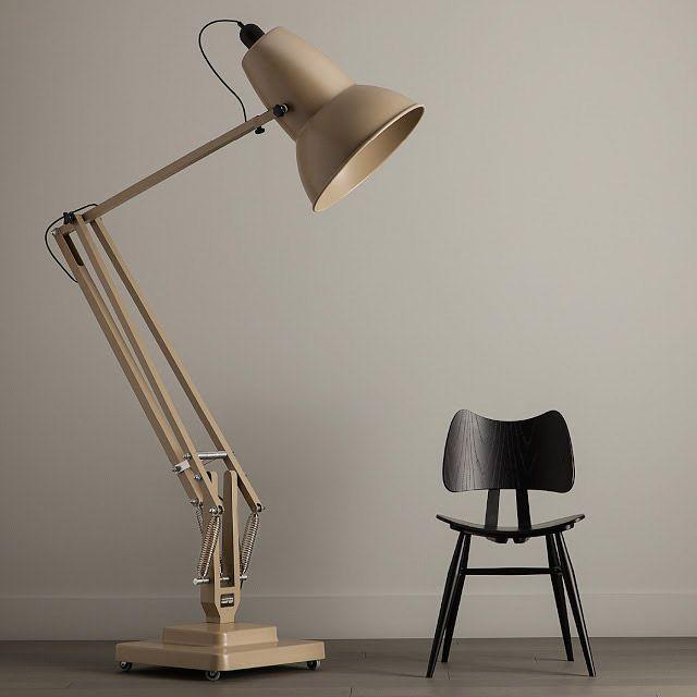 La lámpara de PIXAR se hace mayor