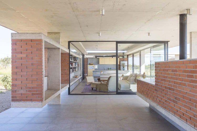 La brique rouge pare lu0027intérieur et lu0027extérieur du0027une maison d - dalle beton interieur maison