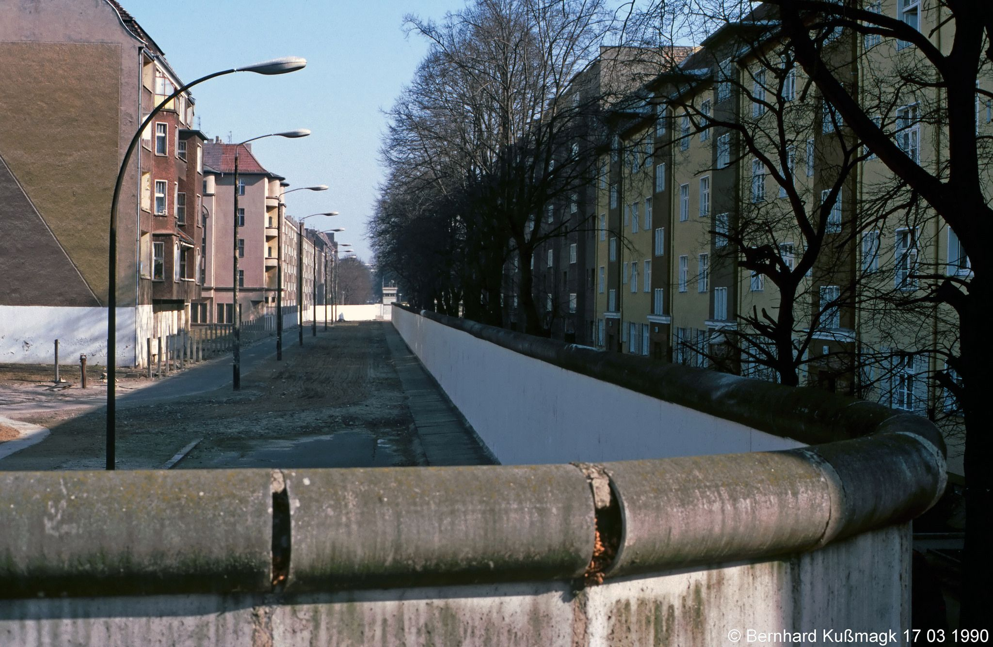 Europa Deutschland Berlin Neukolln Bouchestrasse Ecke Harzer Strasse Blick Nach Treptow Berlin Sidewalk Alley