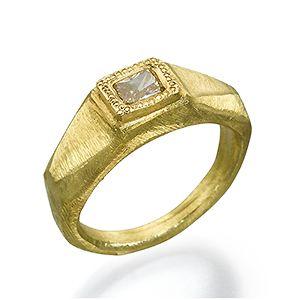 18 Karat Yellow Gold Ring set with Colored Diamond טבעת זהב 18 קארט משובצת יהלום