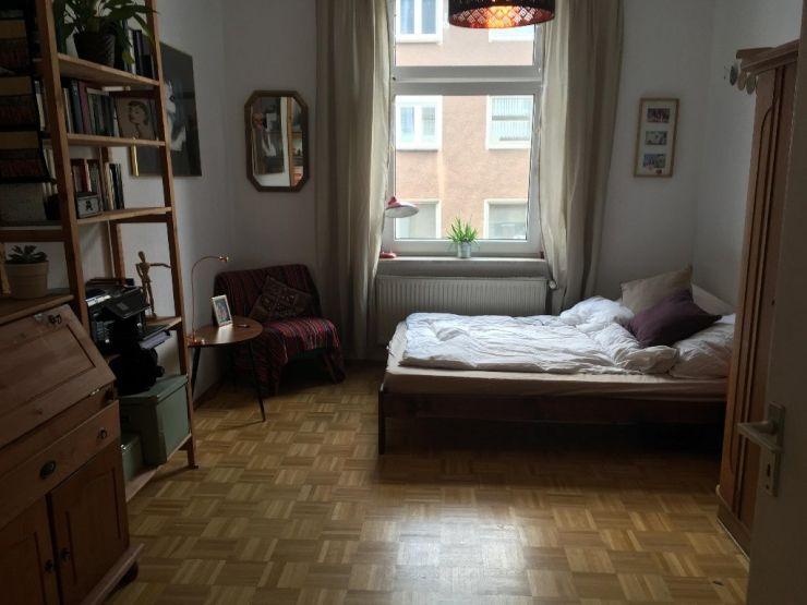 Das Zu Vermietende Zimmer Ist Ca 15 16 Qm Gross Und Hat Einen Schonen Parkettboden Die Wohnung Kleine Zimmer Einrichten Wg Zimmer Ideen Fur Kleine Schlafzimmer