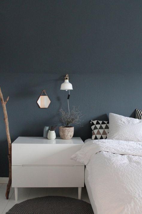 Schlafzimmer, blau-graue Wand   Цвет стен in 2019 ...