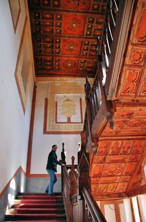 Escalera interior del castillo de Belmonte en Cuenca
