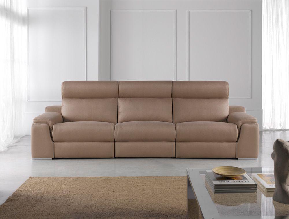Un sofá de diseño exclusivo. Este es el modelo 3 plazas con asientos deslizantes.