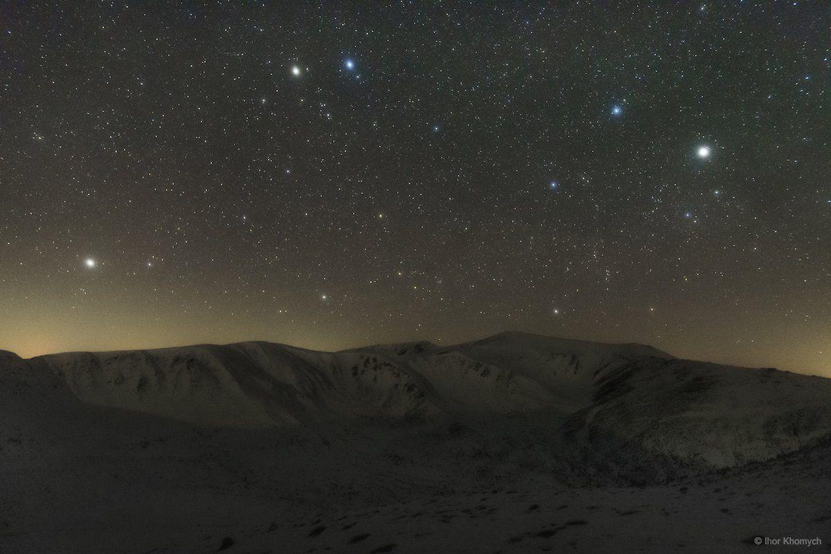 Las constelaciones de Géminis y Auriga sobre los montes Chornogora, Cárpatos (Ihor Khomych, 2017)