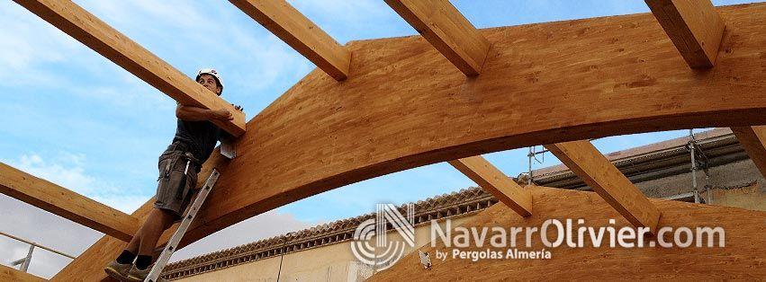 Montaje de cercha para cubierta construida en vigas de for Madera laminada