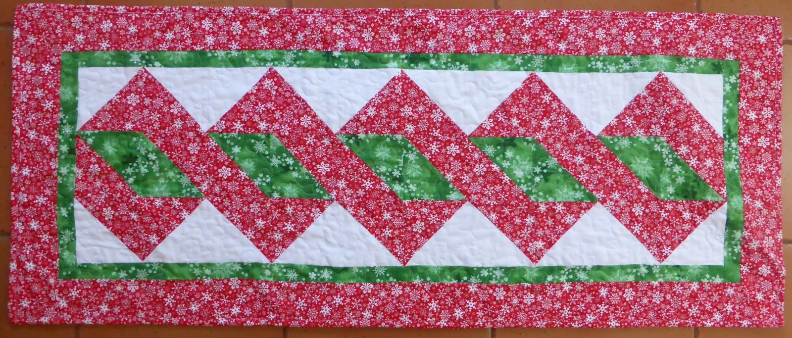 24+ Table Runner Patterns | Tutorials, Free and Fabrics : free pattern for quilted table runner - Adamdwight.com