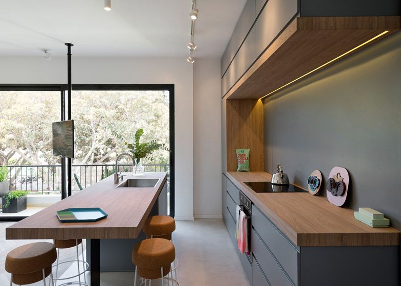 55 Square Meter Apartment in Tel Aviv Features Storage Parions ... on kitchen cabinets ideas, kitchen sewing ideas, kitchen electrical ideas, kitchen shabby chic, rustic kitchen ideas, kitchen flower arrangement ideas, kitchen backsplash ideas, kitchen storage ideas, kitchen themes, kitchen design, kitchen color ideas, kitchen wood ideas, kitchen fall ideas, kitchen rugs ideas, kitchen ceiling treatment ideas, kitchen modern ideas, kitchen decorations, kitchen decorating, kitchen remodeling ideas, kitchen accessories,