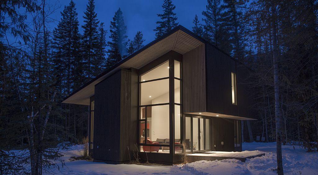 426852 modern river side cabin near golden bc