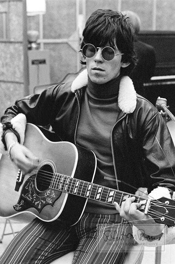 Keith Richards with his Gibson Hummingbird Guitar, RCA ...