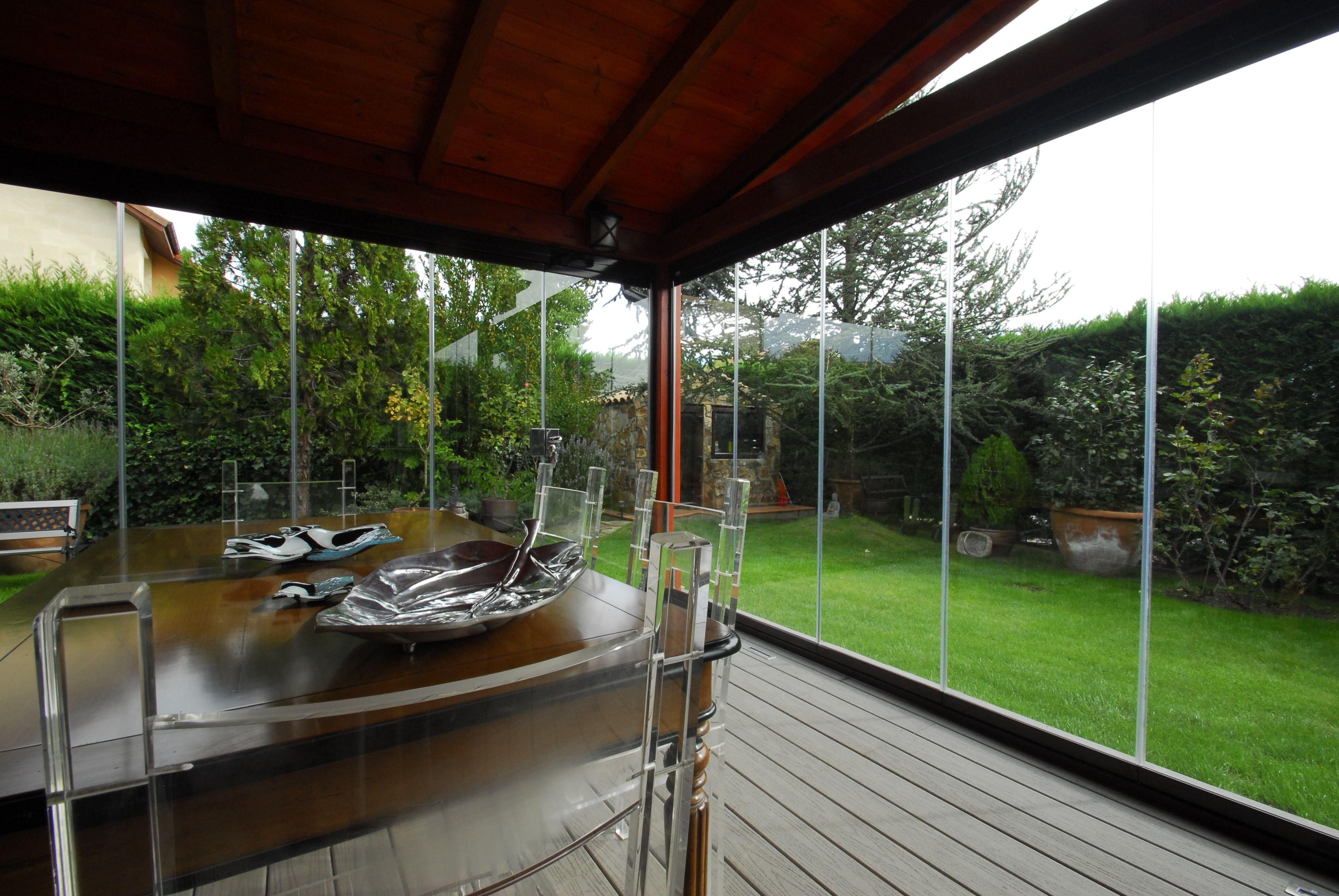 Cerramiento de cristal en esquina porche entrada for Cerramientos para jardines