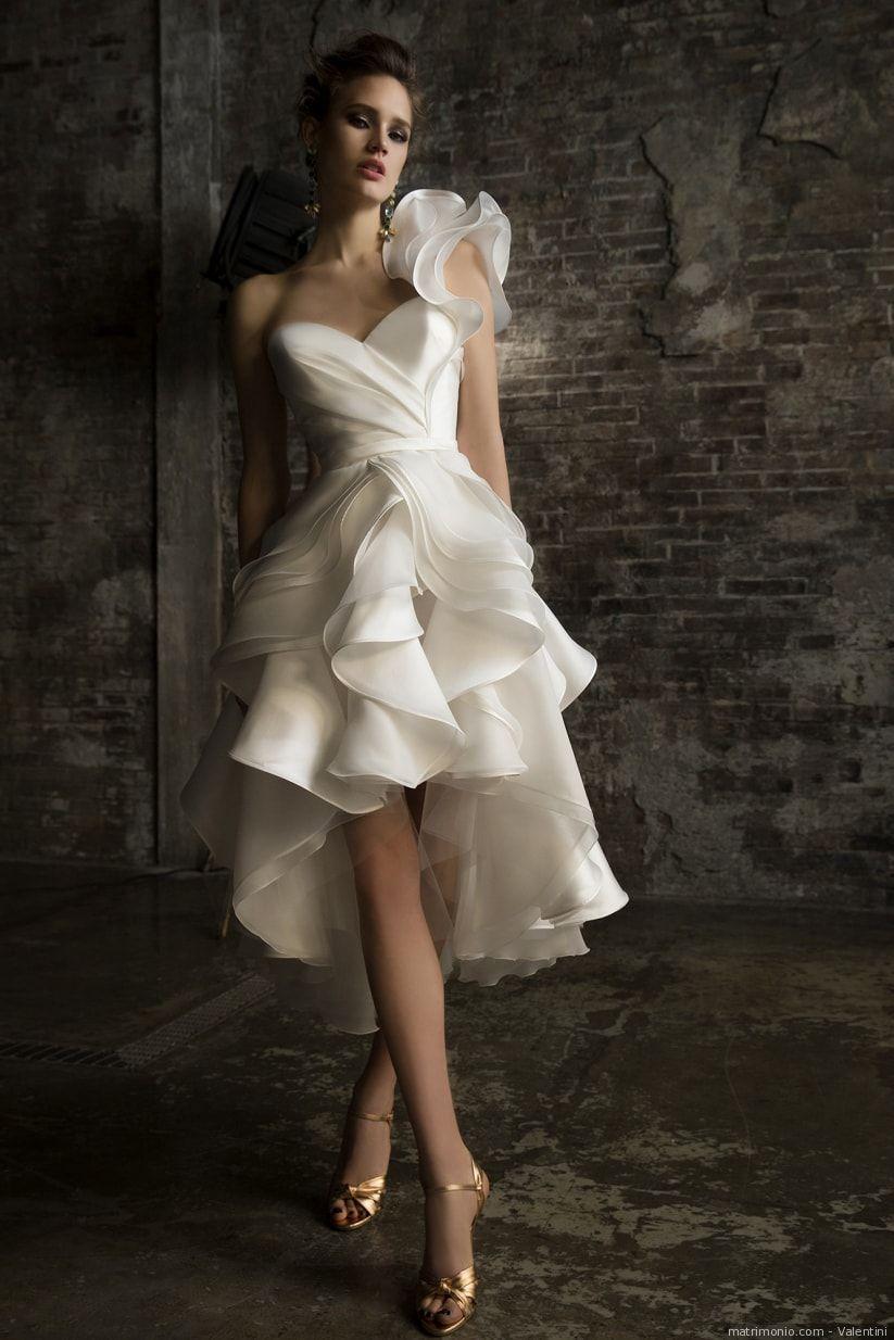 510bbc3b4f77 42 abiti da sposa corti che vi faranno perdere la testa