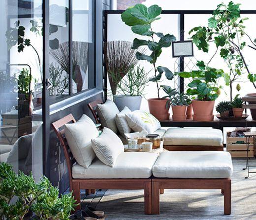 Terraza con muebles y plantas ikea decoracion for Terrazas pequenas ikea