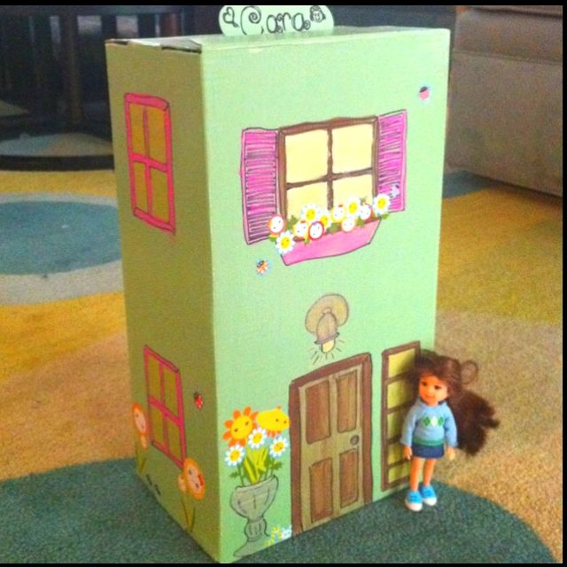 30 Shoe Box Craft Ideas: Shoe Box Turned Portable Doll House