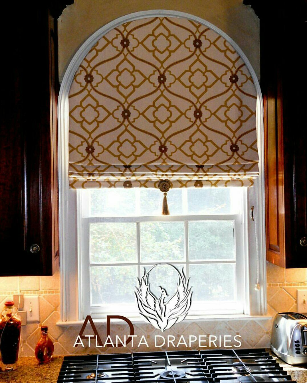 Arched Window With Pattern Placement Window Treatments